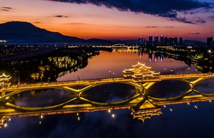 [중국 조감] 드론으로 촬영한 장저우: 아름다운 야경