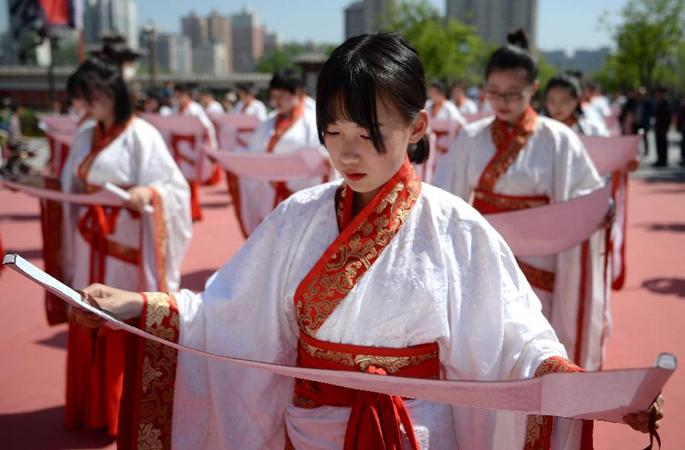 (뉴스 번역) 시안: 중국 전통 성인식 거행하여 중국 전통문화 전승