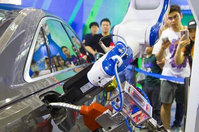스마트 주유 로봇 푸저우서 선보여