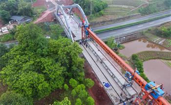촨짱철도 청야구역 들보 설치 완료