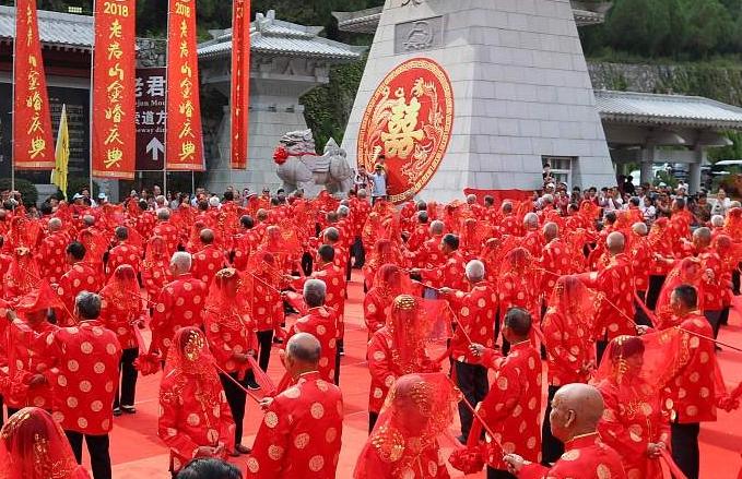 허난 뤄양: 롼촨 노부부 101쌍 중국식 금혼식 중국 전통 명절 칠월칠석을 맞아