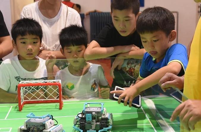 세계로봇대회에 청소년들이 '집합'