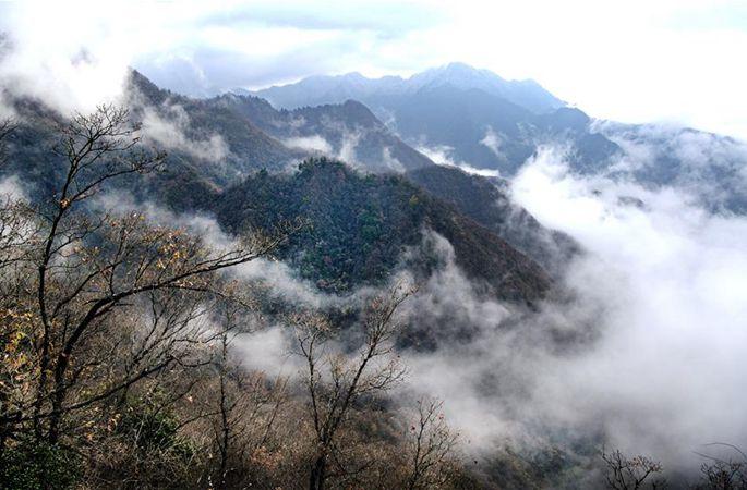 운무로 뒤덮인 친링 구이구링 선경