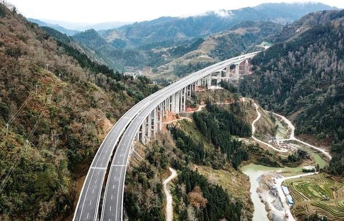 구이저우 리보-룽장 고속도로 개통