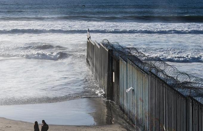 미국-멕시코 국경장벽이 시작되는 곳 '티후아나'