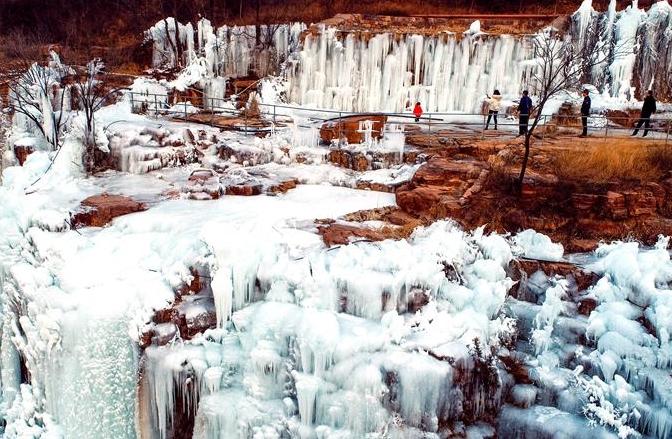 장관 이룬 타이항 얼음폭포