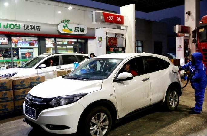 휘발유·디젤유 가격, 올해 '첫 인상'