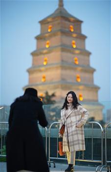 시안:다옌탑 상권 활기