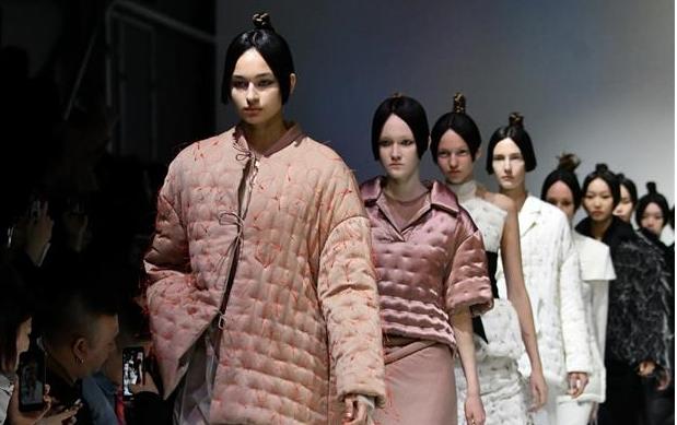 여성복 브랜드 Evening 신상, 2019 F/W 상하이 패션위크서 선보여