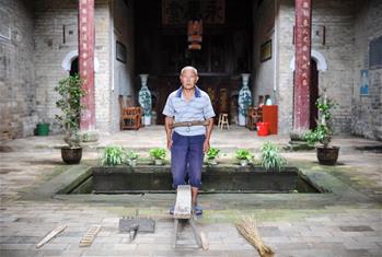 (장려한 70년·분투하는 신시대—다시 걷는 장정로) 짚신 속에서 싹튼 소비에트 지역 군민의 끈끈한 정