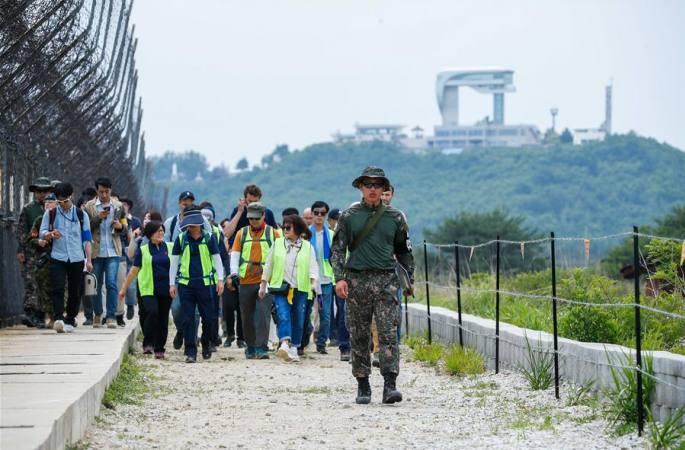 남북 국경 비무장지대(DMZ) '평화의 길'을 걷다