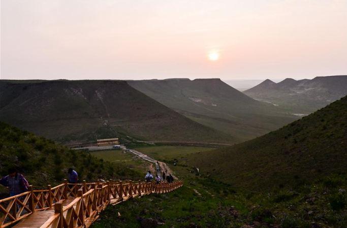 (뉴스 번역) 초원에 우뚝 솟은 핑딩산
