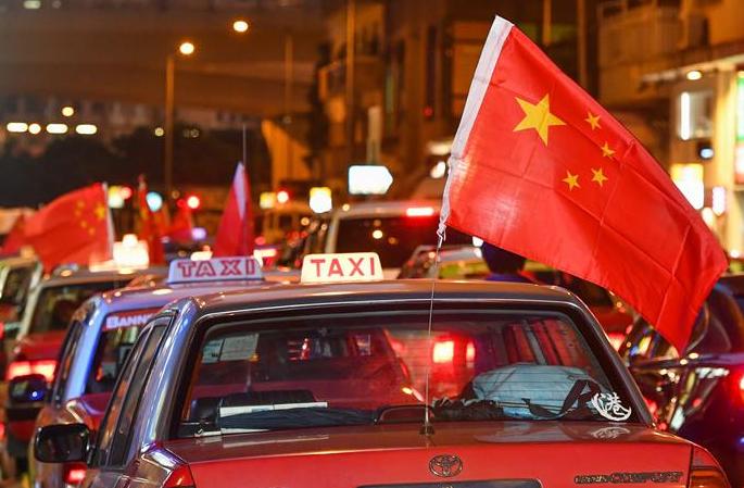 오성홍기 걸고 안정 재촉: 홍콩 택시기사 '홍콩 수호, 동주공제' 캠페인 발족