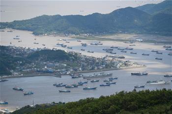동중국해 여름철 휴어기 종료…저장 샹산 1,000여척 어선 출항