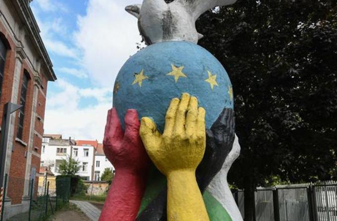 세계 평화의 날 시리즈—벨기에 브뤼셀의 '단결·평화' 조각
