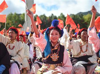 시짱: 흥겨운 춤으로 조국 찬양