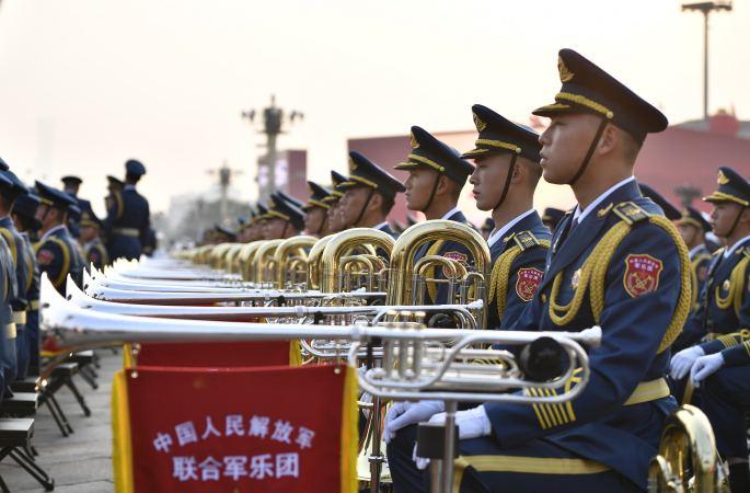 (국경 70주년·열병) 中 최대 규모 군악단이 국경 열병 현장에 등장