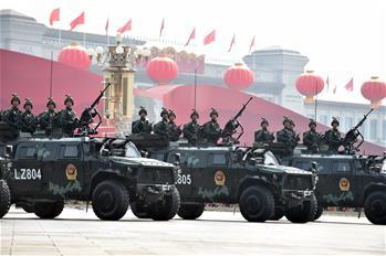 (국경 70주년·열병) 안정을 수호하는 무장경찰 반테러 돌격 대열