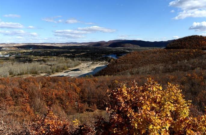 야루허 강변의 운치있는 가을 풍경