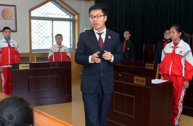 법치 신시대를 열어가는 중국—시진핑 동지를 핵심으로 한 당중앙이 법에 의한 국가 거버넌스를 전면적으로 추진한 기록