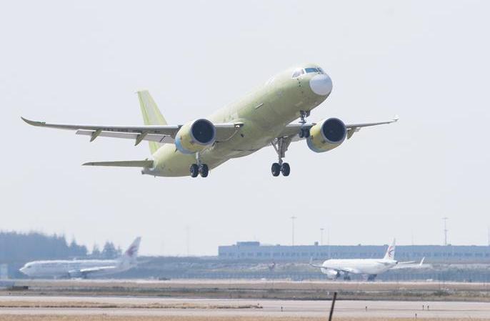 중국산 대형 여객기 C919-105호기 첫 시험 비행 마쳐