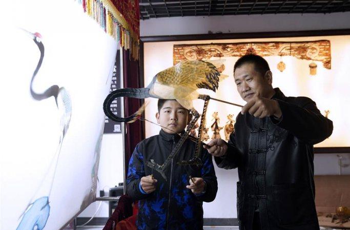 허베이 첸안: 피영 문화 전승하는 농민 부부