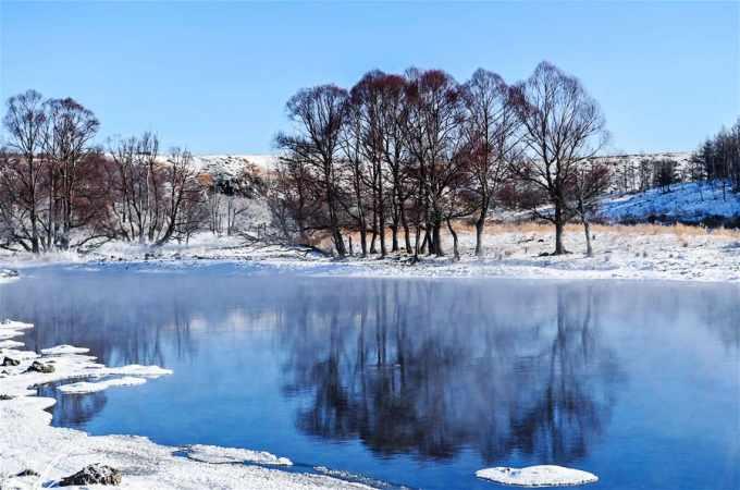 신기방기 '얼지 않는 강'