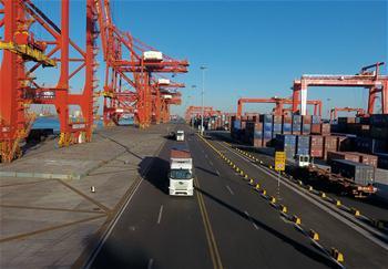 탕산항 자율주행 컨테이너 트럭 시운행