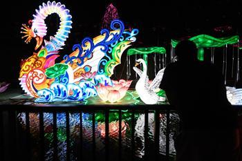 산티아고에 매력적인 중국의 밤 수놓은 형형색색 쯔궁 등불