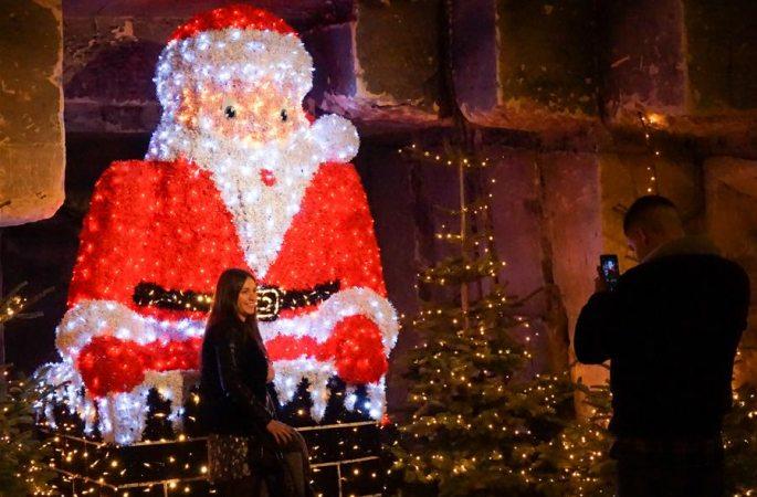 네덜란드: 신기방기 '동굴 크리스마스 마켓'