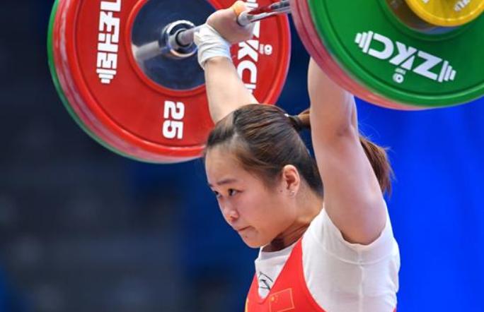 덩웨이, 역도 월드컵서 여자 64kg급 인상·총성적 우승 및 인상 신 세계기록 창조