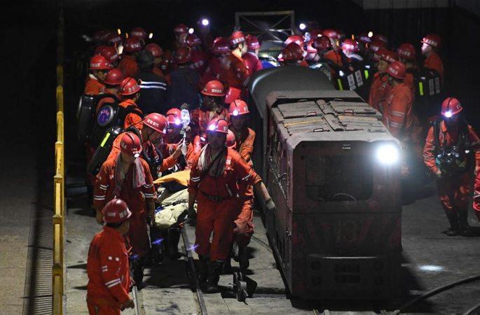 산무수탄광 누수 사고: 지하 313m에 80여시간 갇힌 광부 13명 기적적으로 생존