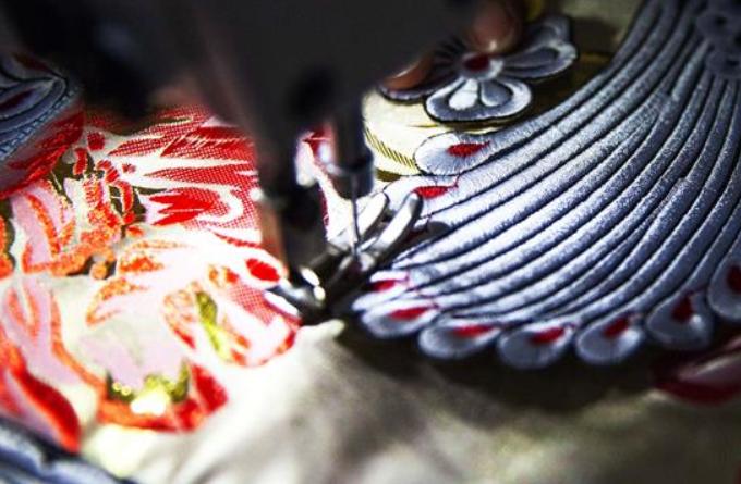 구이저우 쳰시: 신년맞이 새 옷 마련 한창