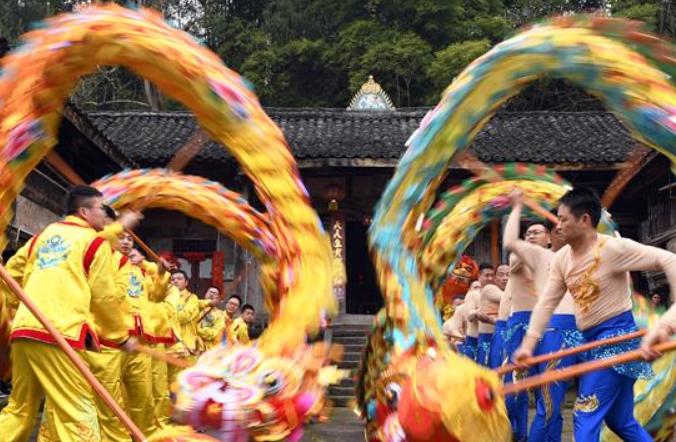 쓰촨 펑안: 용놀이·사자놀이 공연…문화적 향취 물씬