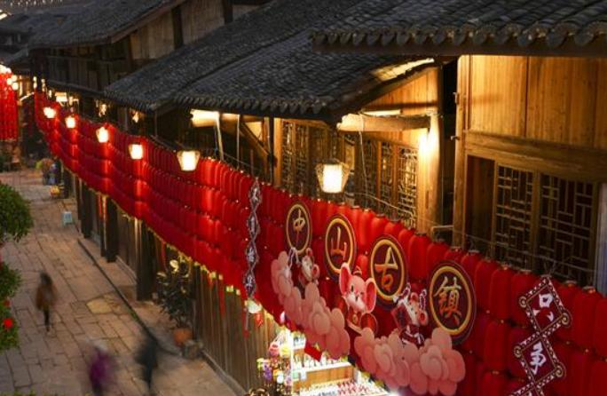 충칭 장진: 새해 등불 밝힌 중산고진