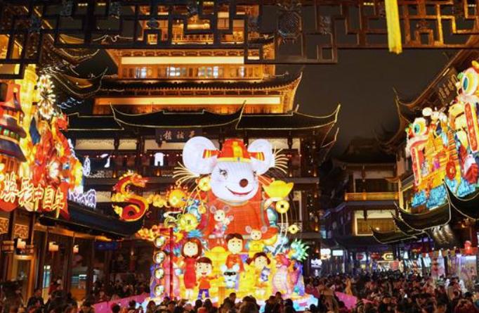 상하이 위위안: 새해맞이 연등회에 인산인해