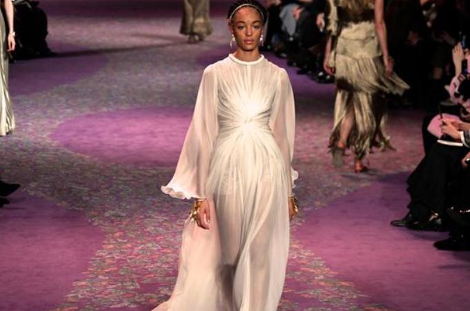 Dior, 파리 패션위크서 춘하 신상품 발표