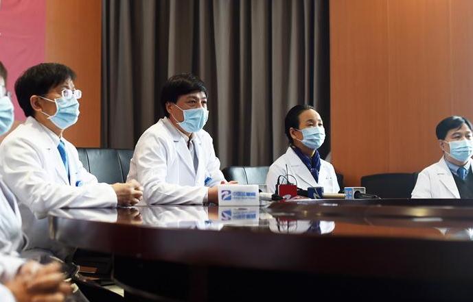 저장: 96세 신종 코로나바이러스 감염 폐렴 환자 완치 퇴원