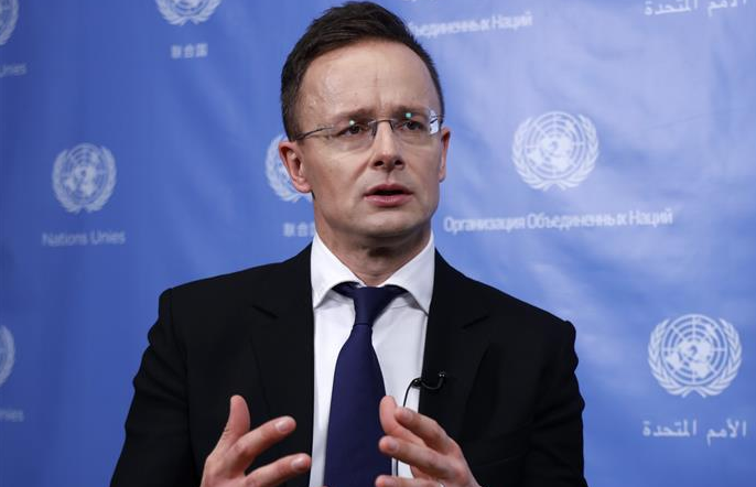 인터뷰: 중국이 전염병 방역의 최후 승리를 거둘 것이라 확신한다—페테르 시야르토 헝가리 외무장관