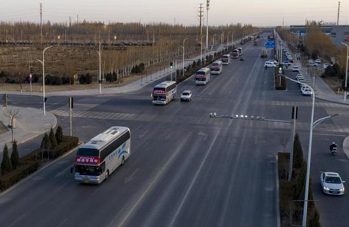 닝샤 인촨: 전용 버스로 직장 복귀 직원을 '점에서 점까지' 운송
