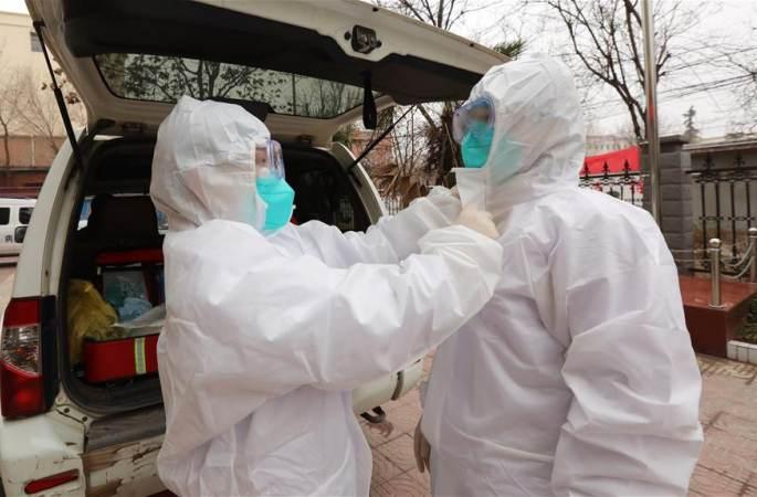 바이러스 임상시료를 채취·운송하는 방역 투사 추이쥔샤