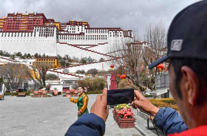 부다라궁, 첫 인터넷 방송…당신과 함께 '세계 지붕 위의 명주 탐방'