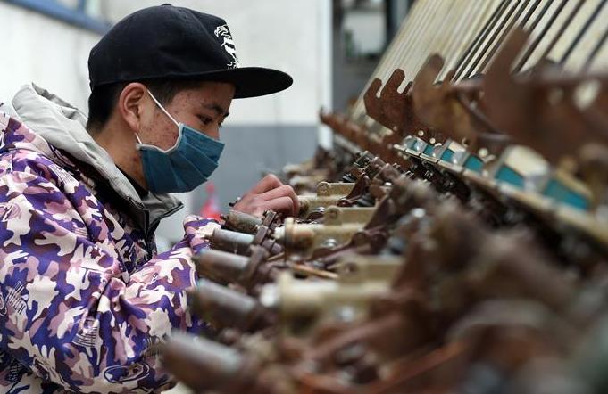 안후이: 봄갈이 위해 농업기계 점검수리