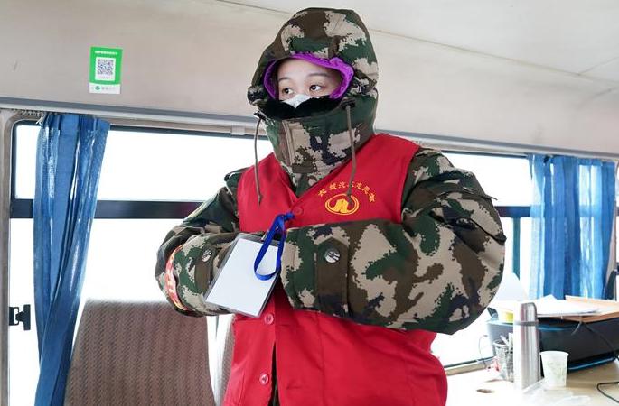 90허우 자원봉사자 리원치: 미력이나마 바쳐 용감하게 돌진!