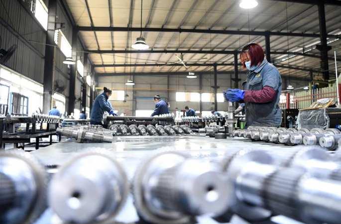 충칭: 자동차와 오토바이 부품 생산 업체 작업 분주