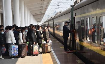 코로나19도 산골마을의 빈곤탈출 꿈 막을 수 없다—구이저우 나융현 첫 근로자 특별열차
