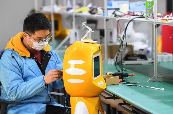 방역 로봇 개발…조업과 생산 재개 '안전지킴이'