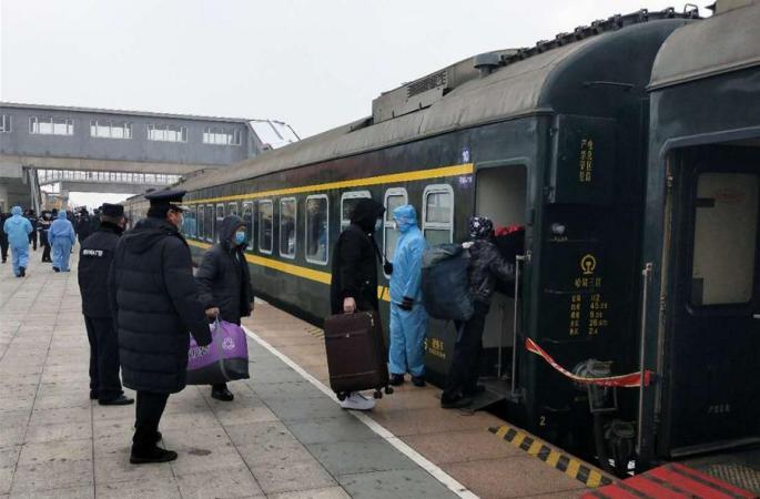 헤이룽장: 근로자 전용 열차 개통…봄갈이 생산 수송 대통로 열려
