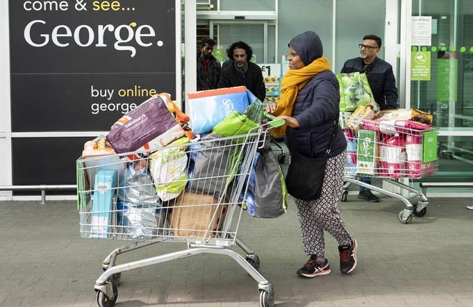 英 런던: 사재기에 텅 빈 슈퍼