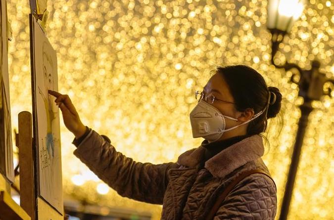우한 보행자 거리: 도시 활력 서서히 재개